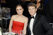 (L-R) Ana Paquin and Stephen Moyer attend the 26th Annual Screen Actors Guild Awards at The Shrine Auditorium on January 19, 2020 in Los Angeles, California. 721359