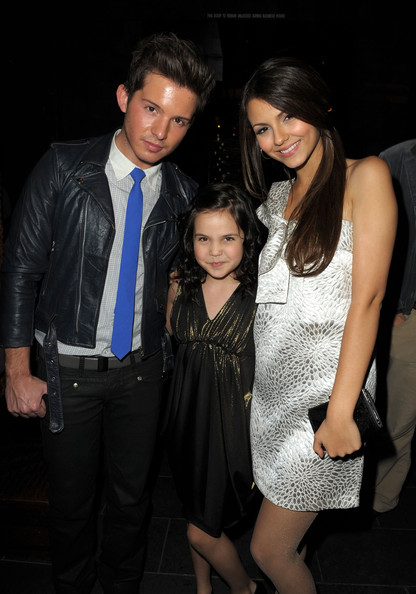 (L-R) Actor Simon Curtis, actresses Bailee Madison and Victoria Justice attend the 2nd annual Golden Globes party saluting young Hollywood held at Nobu Los Angeles on December 8, 2009 in West Hollywood, California.