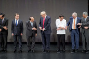 (L-R) Thailand's Prime Minister Prayut Chan-O-Cha, Russian Prime Minister Dmitry Medvedev, Vietnam's Prime Minister Nguyen Xuan Phuc, US President Donald Trump, Philippine President Rodrigo Duterte, Australia Prime Minister Malcolm Turnbull and Singapore's Prime Minister Lee Hsien Loong prepare to join hands for the family photo during the 31st Association of South East Asian Nations (ASEAN) Summit in Manila on November 13, 2017. .World leaders are in the Philippines' capital for two days of summits.  / AFP PHOTO / JIM WATSON