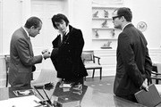 380450 06: Elvis Presley shows President Richard Nixon his cuff links December 21, 1970 at the White House.