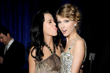 This Katy Perry, Taylor Swift 'Bad Blood'/'ET' Mash-Up is Both Ironic and Mesmerizing