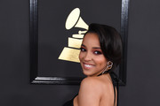 Tinashe arrives for the 59th Grammy Awards pre-telecast on February 12, 2017, in Los Angeles, California.  / AFP / Mark RALSTON