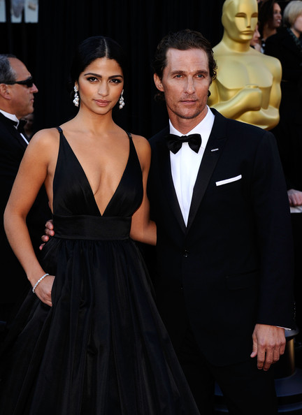 Model Camila Alves (L) and actor Matthew McConaughey arrives at the 83rd Annual Academy Awards held at the Kodak Theatre on February 27, 2011 in Hollywood, California.