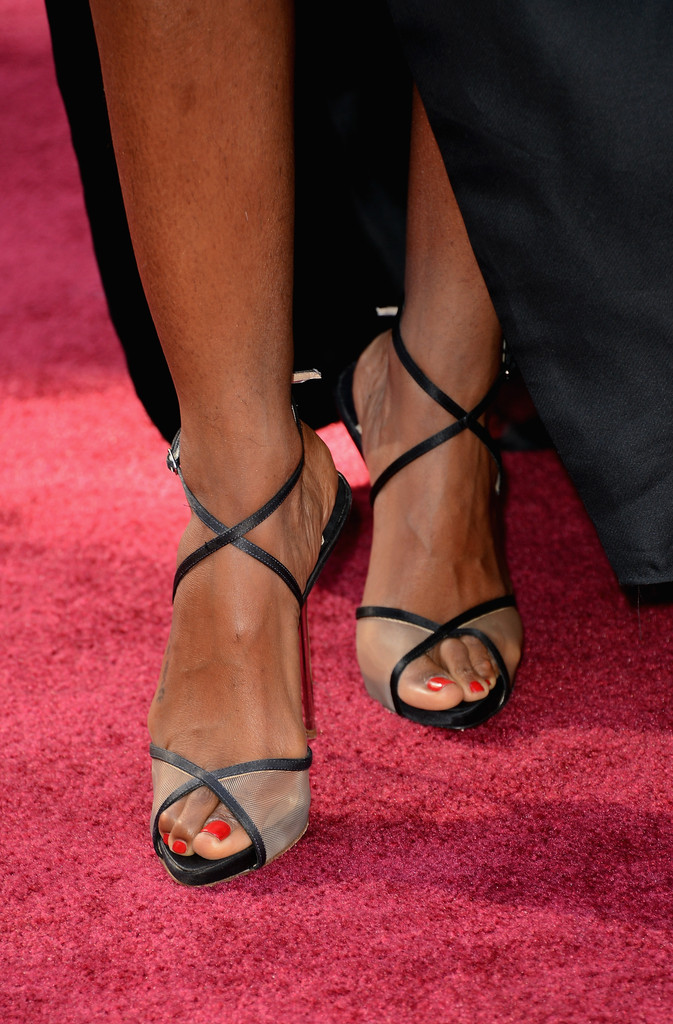 Singer Kelly Rowland (shoe detail) attends the Oscars at Hollywood & Highland Center on February 24, 2013 in Hollywood, California.
