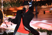 Ne-Yo performs onstage at the 87th Annual Rockefeller Center Christmas Tree Lighting Ceremony at Rockefeller Center on December 04, 2019 in New York City.