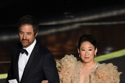 (L-R) Ray Romano and Sandra Oh speak onstage during the 92nd Annual Academy Awards at Dolby Theatre on February 09, 2020 in Hollywood, California.