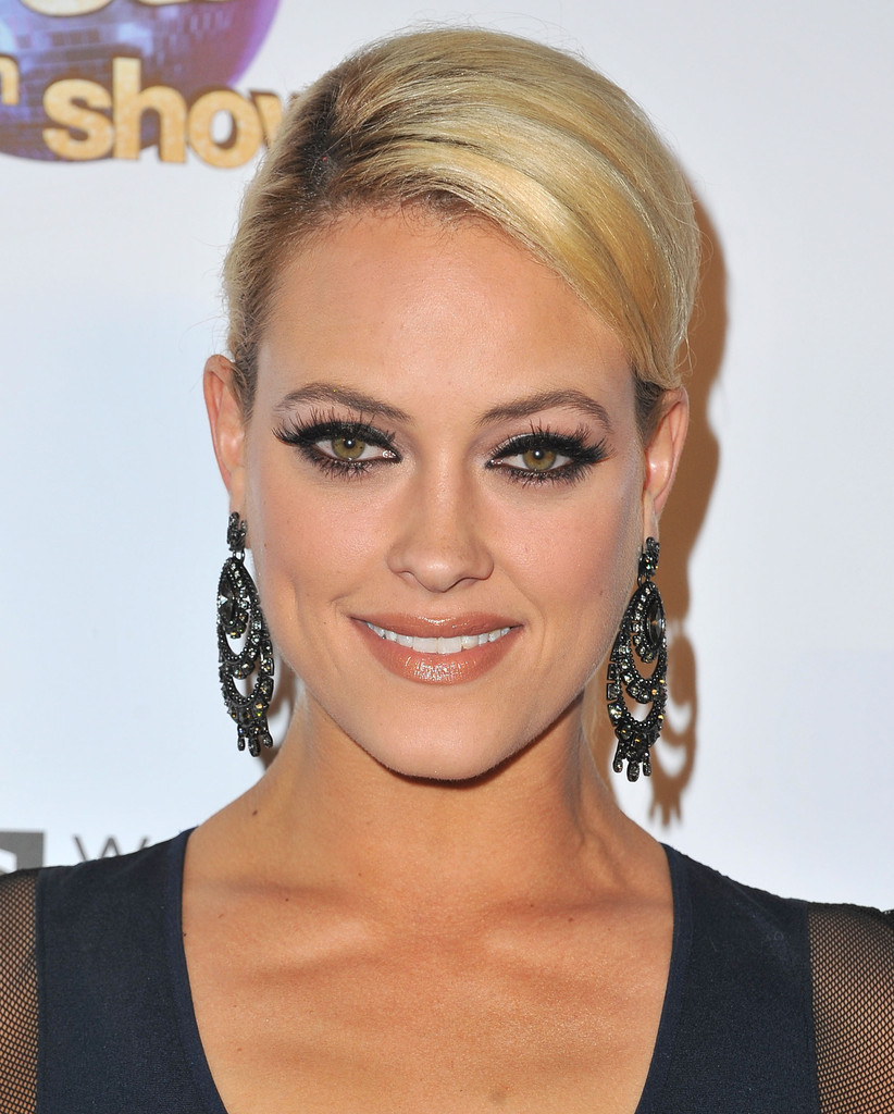 Peta Murgatroyd In 'DWTS' Celebrates Its 300th Episode