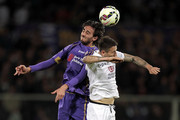 Alberto Aquilani of ACF Fiorentina battles for the ball with Leandro Greco of Hellas Verona FC during the Serie A match between ACF Fiorentina and Hellas Verona FC at Stadio Artemio Franchi on April 20, 2015 in Florence, Italy.