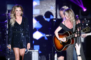 (L-R) Carly Pearce and Deana Carter perform onstage at ACM Lifting Lives®: Decades on April 06, 2019 in Las Vegas, Nevada.