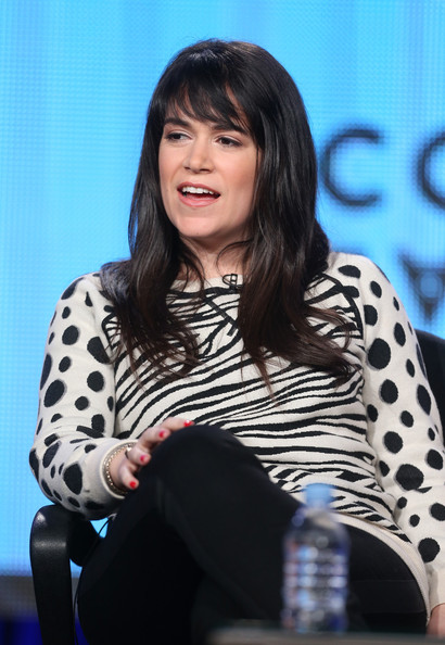 The 33-year old daughter of father Alan Jacobson and mother Susan Komm, 180 cm tall Abbi Jacobson in 2018 photo