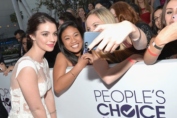 Adelaide Kane Arrivals at the People's Choice Awards — Part 2