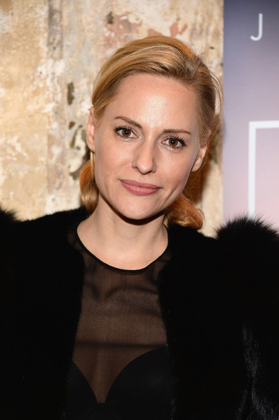 Aimee Mullins Pictures... Maggie Gyllenhaal Images