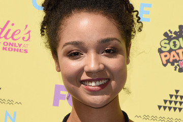 Aisha Dee Teen Choice Awards 2015 - Arrivals