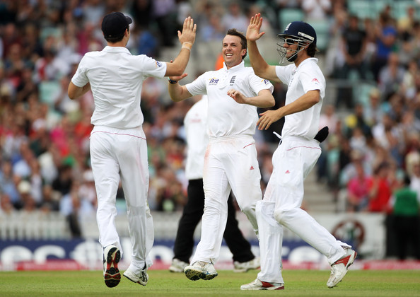 Alastair Cook Graeme Swann (C) of England celebrates after running out ...