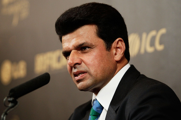 Aleem+Dar+LG+ICC+Awards+2011+w5ANBC5bCdhl Aleem Dar becomes Asia's No 1 umpire to supervise most matches