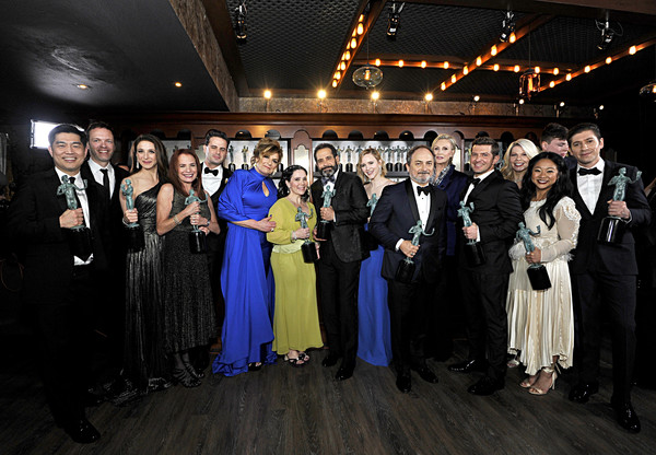 26th Annual Screen Actors Guild Awards - Trophy Room [comedy series,the marvelous mrs. maisel,event,social group,fashion,formal wear,ceremony,suit,dress,crowd,tuxedo,dinner,winners,crew,cast,ensemble,screen actors guild awards,outstanding performance,room,trophy room,caroline aaron,marin hinkle,kevin pollak,jane lynch,stephanie hsu,the marvelous mrs. maisel,photography,stock photography,photograph,getty images]