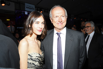 Alexa Chung 'La French-Art Of Coloring' - 110th Anniversary Of L'Oreal Professional : Photocall At Carrousel Du Louvre In Paris