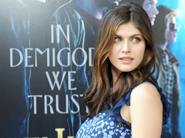 Alexandra Daddario Height/Age/Nationality/Education/Boyfriend