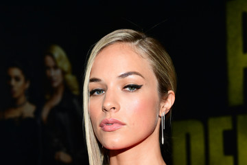 Alexis Knapp Premiere of Universal Pictures' 'Pitch Perfect 3' - Red Carpet
