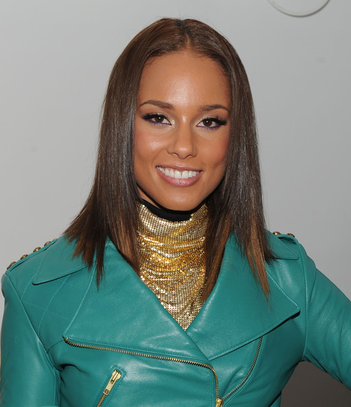 "Singer Alicia Keys promotes the Barber?s Daughters ""Jewelry Experience"" at the Collette Blanchard Gallery on November 24, 2009 in New York City."
