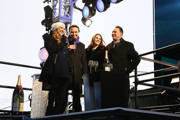 Allison Hagendorf Moet & Chandon Toasts 2015 As The Official Champagne Of New Year's Eve In Times Square