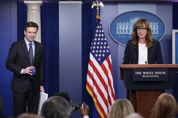 Allison Janney West Wing Actress Allison Janney Makes Appearance in White House Briefing Room