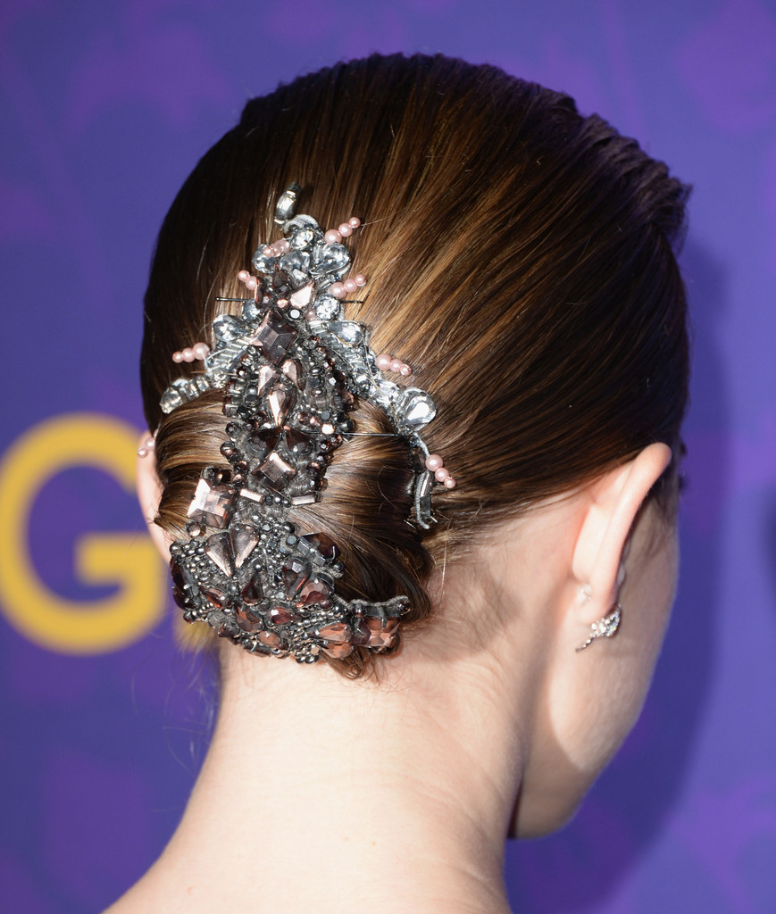 Hair Envy of the Day: Allison Williams's Glitzy Hair Brooch