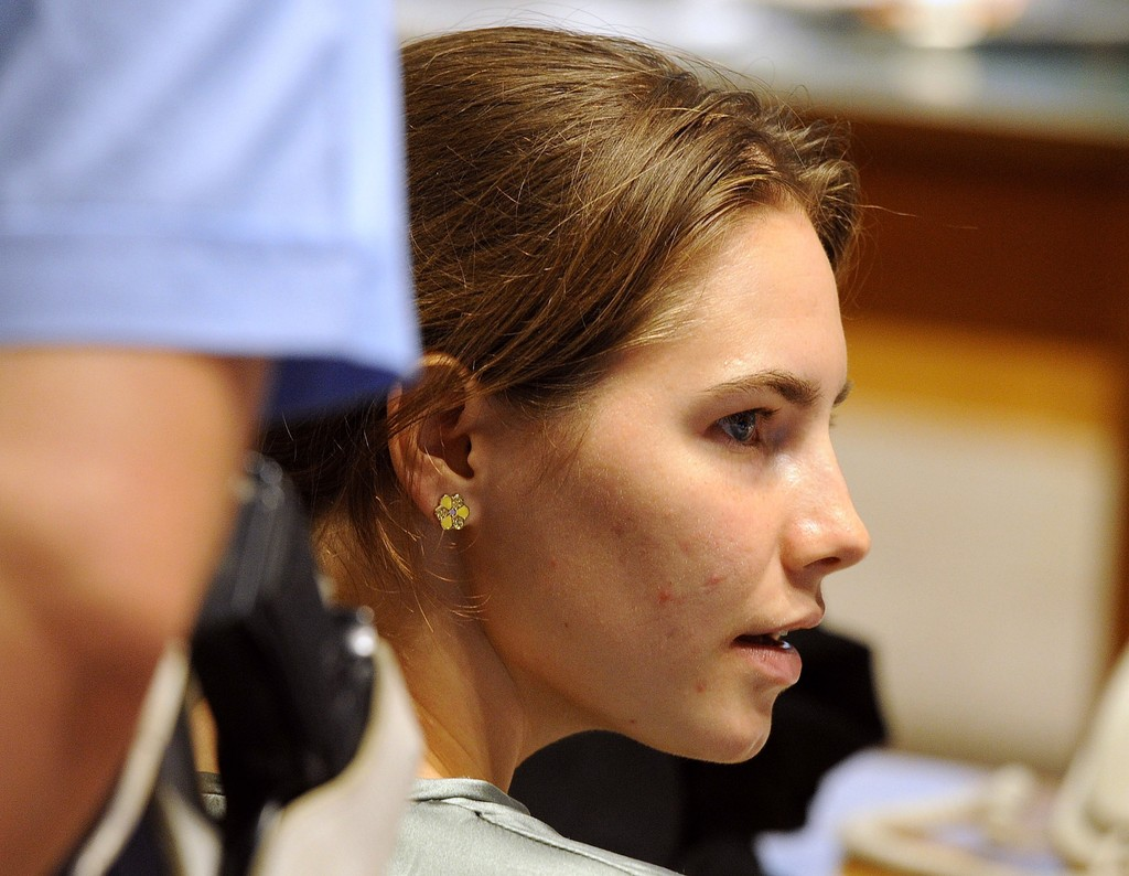 amanda knox in amanda knox appeal trial resumes 5 of 15