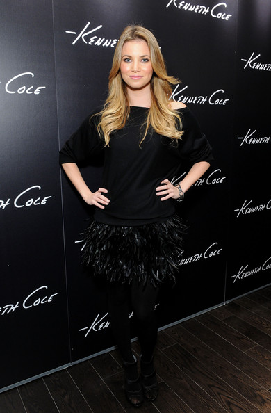 http://www4.pictures.zimbio.com/gi/Amber+Lancaster+Grand+Opening+Kenneth+Cole+ZSjHQzzO2DOl.jpg