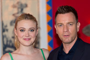 """(L-R) Dakota Fanning and Ewan McGregor attends a photocall for """"American Pastorial"""" at the Ham Yard Hotel on October 7, 2016 in London, England."""