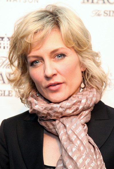 Amy Carlson Hairstyle