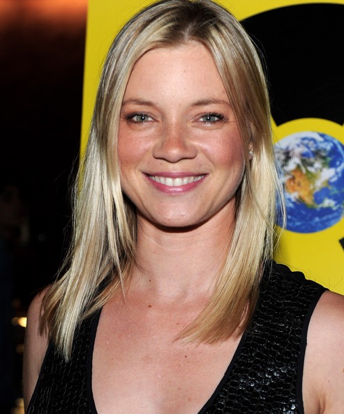 amy smart actress amy smart arrives to the los angeles premiere of ...