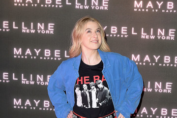 Anais Gallagher Maybelline Bring on the Night Party