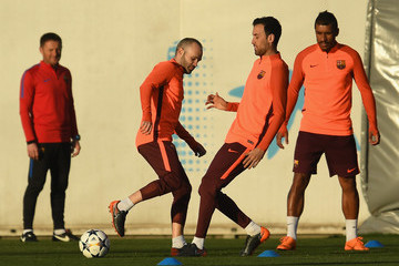 Andres Iniesta Sergio Busquets Barcelona Training And Press Conference