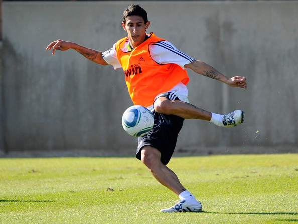 Manchester United & PSG still in for Di Maria, Ancelotti wants to keep him at Real Madrid [Guillem Balague]