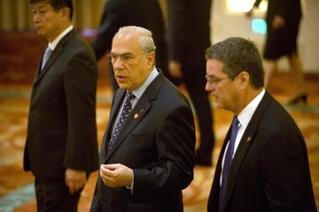 Angel Gurria Li Keqiang Holds 1+6 Round Table Dialogue in Beijing