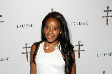 Angela Simmons D'USSE VIP Riser + Lounge At On The Run Tour - MetLife Stadium