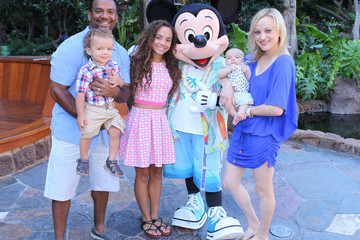 Angela Unkrich Alfonso Ribeiro And Family Visit Aulani - A Disney Resort & Spa in Hawaii