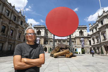 Anish Kapoor Sir Anish Kapoor With His Monumental Work 'Symphony For A Beloved Daughter'