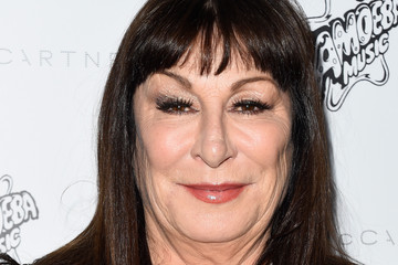 anjelica huston height