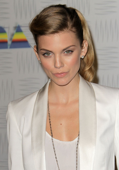 http://www4.pictures.zimbio.com/gi/AnnaLynne+McCord+Spike+TV+2010+Video+Game+5fg7XNlfa5Sl.jpg