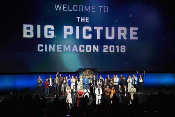Anne Hathaway Eddie Redmayne CinemaCon 2018 - Warner Bros. Pictures Invites You To 'The Big Picture', an Exclusive Presentation Of Our Upcoming Slate