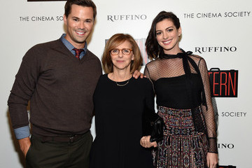 Anne Hathaway The Cinema Society and Ruffino Host a Screening of Warner Bros. Pictures' 'The Intern' - Arrivals