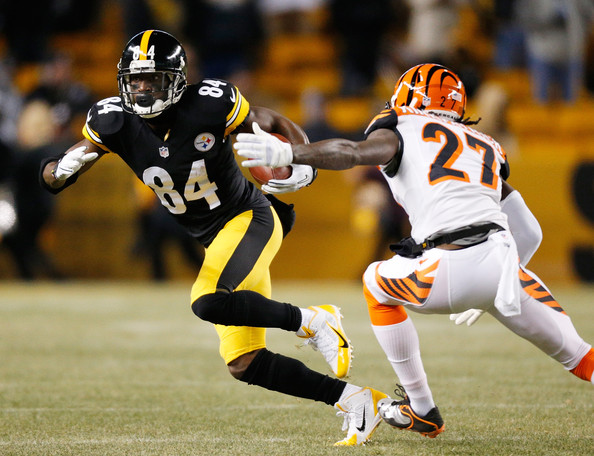 Cincinnati Bengals v Pittsburgh Steelers [player,sports,sports gear,gridiron football,tournament,helmet,american football,sports equipment,team sport,sprint football,tackle,antonio brown,dre kirkpatrick,heinz field,pittsburgh,pennsylvania,pittsburgh steelers,cincinnati bengals,reception]