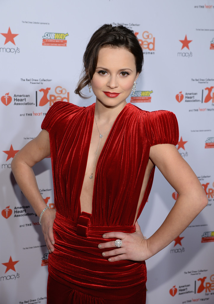 Sasha Cohen Photos Photos Arrivals At The Go Red For