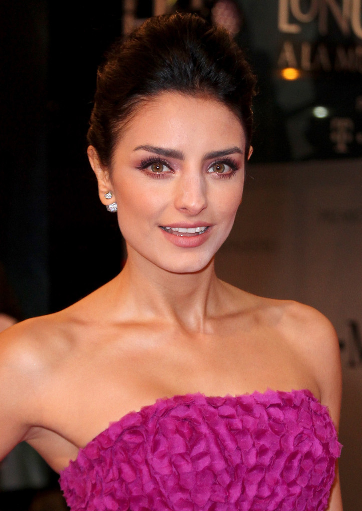 Aislinn Derbez Photos Photos Arrivals At The Premios Lo