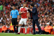 Unai Emery, Manager of Arsenal gives instructions to Aaron Ramsey of Arsenal during the Premier League match between Arsenal FC and Manchester City at Emirates Stadium on August 12, 2018 in London, United Kingdom.