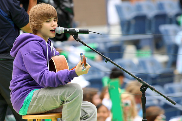 justin bieber 2009 pics. justin bieber 2009 pictures.