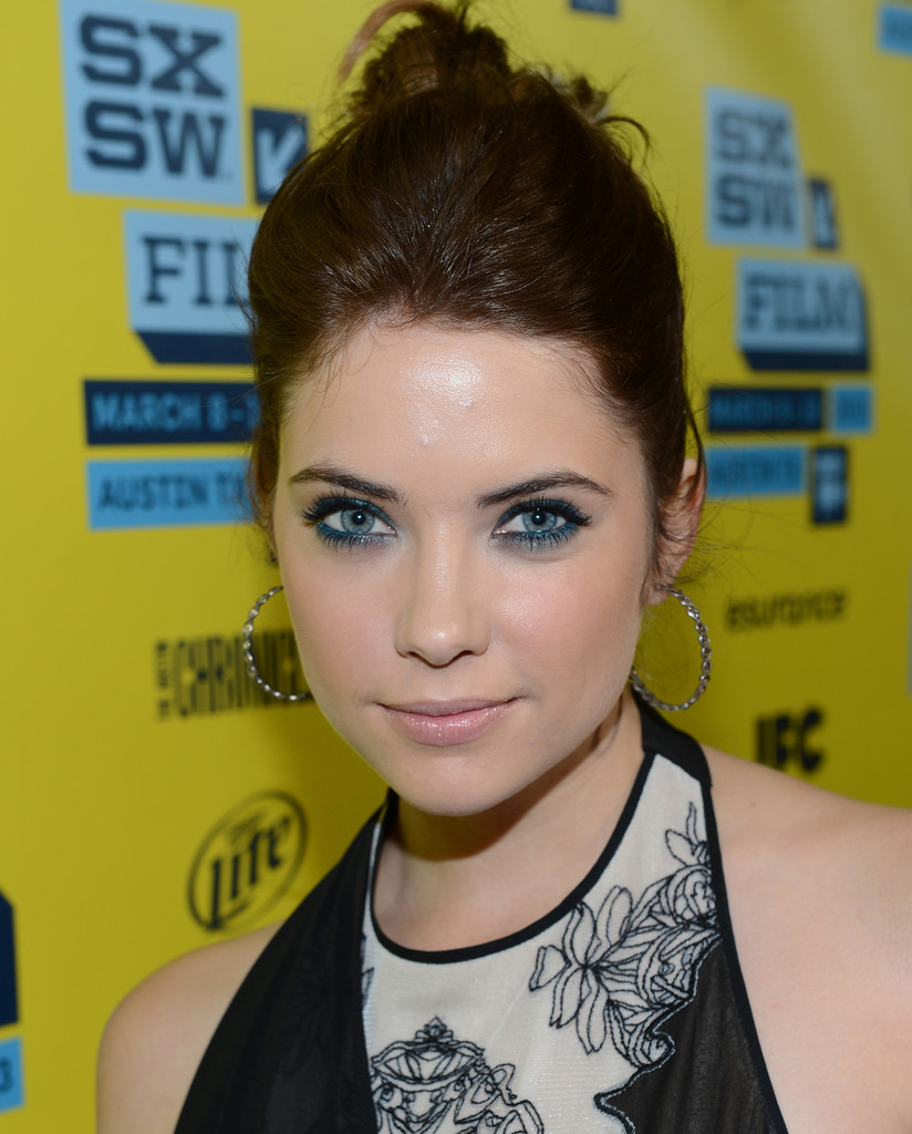 How to Bring Out Blue Eyes: Steal Ashley Benson's Eyeshadow Trick
