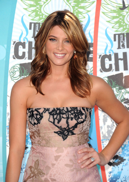 Ashley Greene Actress Ashley Greene arrives at the 2010 Teen Choice Awards at Gibson Amphitheatre on August 8, 2010 in Universal City, California.